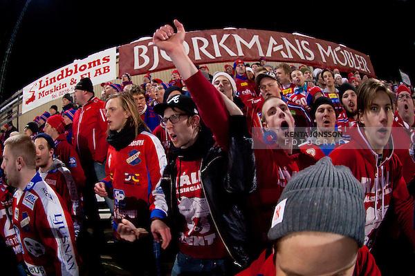 Bollnäs 2013-02-17 Bandy SM-kvartsfinal , Bollnäs GIF - Edsbyns IF :  .Edsbyn fans Red Farmers på Sävstaås IP i Bollnäs .(Byline: Foto: Kenta Jönsson) Nyckelord:  supporter fans publik supporters