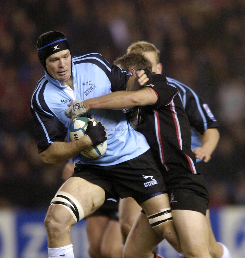 Photo. Jed Wee..Edinburgh Rugby v Newcastle Falcons , Heineken Cup, 11/12/2004..Newcastle's Stuart Grimes attacks.