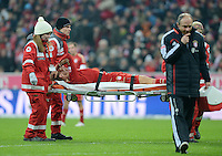 FUSSBALL   1. BUNDESLIGA  SAISON 2012/2013   15. Spieltag FC Bayern Muenchen - Borussia Dortmund     01.12.2012 Verletzungspech beim FC Bayern Muenchen; Holger Badstuber wird vom Platz getragen