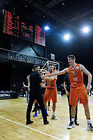 Giants coach Jamie Peralman and Conor Morgan (Sharks)after the national basketball league semifinal match between Nelson Giants and Southland Sharks at TSB Bank Arena in Wellington, New Zealand on Saturday, 4 August 2018. Photo: Dave Lintott / lintottphoto.co.nz