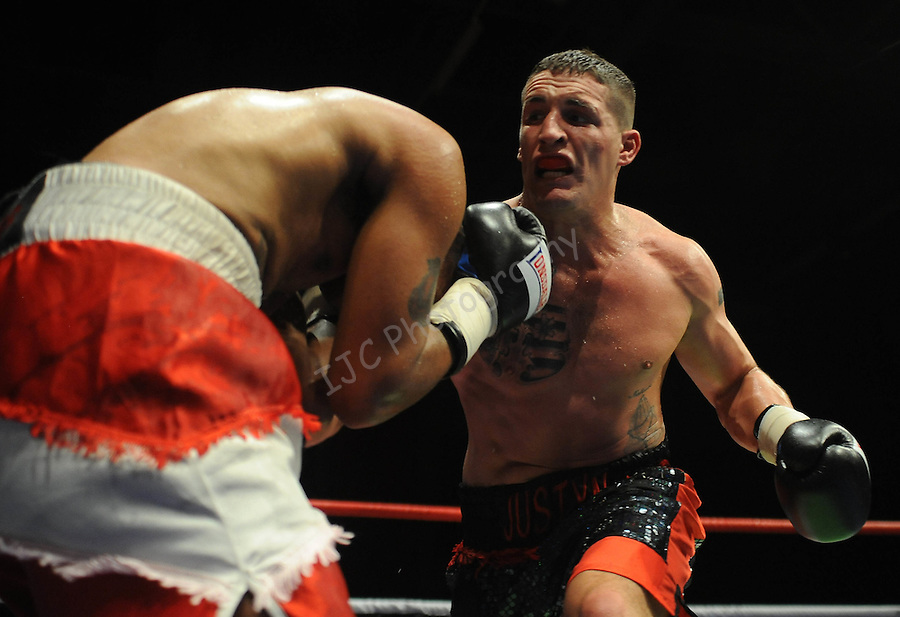 Justin Hugh (Black & Red shorts) V James Tucker (Red & White shorts).Joe Calzaghe Promotions Boxing Evening .Date: Friday 20/11/2009,  .© Ian Cook IJC Photography, 07599826381, iancook@ijcphotography.co.uk,  www.ijcphotography.co.uk, .