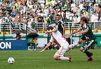 S&Atilde;O PAULO,SP, 14 JANEIRO 2011 - AMISTOSO PALMEIRAS X AJAX (HOL)<br /> Bulykin (e) jogador do Ajax durante  partida entre as equipes do Palmeiras X Ajax (hol) realizada no  Est&aacute;dio Paulo Machado de Carvalho (Pacaembu) na zona oeste de S&atilde;o Paulo, neste Sabado (14). (FOTO: ALE VIANNA - NEWS FREE).