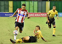BARRANCABERMEJA- COLOMBIA - 24 - 07 - 2017: Luciano Ospina (Der.) jugador de Alianza Petrolera, disputa el balón con Teofilo Gutierrez (Izq.) jugador de Atletico Junior, durante partido Alianza Petrolera y Atletico Junior, de la fecha 4 por la Liga Aguila II 2017 en el estadio Daniel Villa Zapata en la ciudad de Barrancabermeja. / Luciano Ospina (R) player of Alianza Petrolera, figths the ball with Teofilo Gutierrez (L) player of Atletico Junior, during a match between Alianza Petrolera and Atletico Junior, for date 4th the Liga Aguila II 2017 at the Daniel Villa Zapata stadium in Barrancabermeja city. Photo: VizzorImage  / Jose D Martinez / Cont.