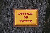 defense de passer sign, French Quebec no trespassing sign