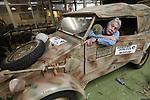 Foto: VidiPhoto<br /> <br /> ARNHEM – Eigenaar-directeur Eef Peeters van het Arnhems Oorlogsmuseum '40-'45 bij een van zijn kübelwagens, de Duitse 'jeep', uit de oorlog, waarvan er tijdens de Slag om Arnhem in september 1944 tientallen van rondreden in Oosterbeek en omgeving. Ieder jaar rijdt Peeters mee met de zogenoemde herdenkingstocht Race to the Bridge, met een aantal van zijn historische oorlogsvehicles, zowel Duits als Engels. Dit jaar mogen hij, zijn museum en de vrijwilligers niet meer mee doen van de organisatie omdat ze te brutaal zouden zijn.