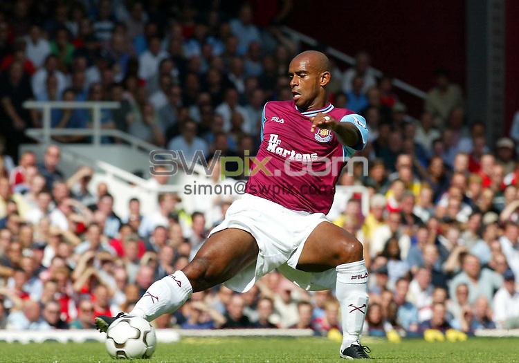 Pix: Rob Matthews/SWpix.com.  Soccer. FA Barclaycard Premiership. West Ham v Arsenal. 24/08/2002...COPYRIGHT PICTURE>>SIMON WILKINSON>>01943 436649>>..West Ham's Frank Sinclair.