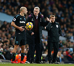 David Moyes manager of West Ham United talks to Pablo Zabaleta of West Ham United during the premier league match at the Etihad Stadium, Manchester. Picture date 3rd December 2017. Picture credit should read: Andrew Yates/Sportimage