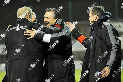2011-02-19 / Seizoen 2010-2011 / Voetbal / K Racing Mechelen - Dilbeek Sport / Grote vreugde bij de trainersstaf van Mechelen na het 1-0 doelpunt van Alexandre Topka..Foto: mpics