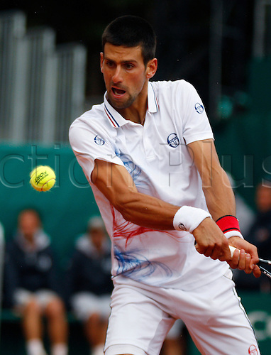19.04.2012 Monte Carlo, Monaco. Novak Djokovic (SRB) in action against Alexandr Dolgopolov (UKR) during the 3rd Round of the 2012 Monte-Carlo Rolex Masters tennis played at the Monte Carlo Country Club, Monaco.