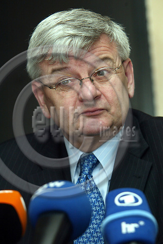 Luxembourg--- 26 April 2004 --- Council session of the General Affairs & External Relations--- BRIEFING - Joschka FISCHER, foreign Minister, Germany;  --- PHOTO:  / ANNA-MARIA ROMANELLI / EUP-IMAGES
