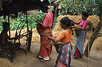 "Südasien Asien Indien IND .Verarbeitung von Kokosnüßen zu Kokosfasern Coir in den Backwaters von Kerala Frauen spinnen Garn Kokosgarn Kokosgarne  -  Wirtschaft Arbeit Arbeiter Landwirtschaft Industrie Kokosindustrie nachwachsende Rohstoffe Faser fasern Faserrohstoffe Naturfaser Kokosnuß Nuss Kokosnüsse Kokos zur Gewinnung von Kokosfaser Herstellung von Fußmatte und Kokosteppiche Fußbodenbelag Coir Copra Kokosöl Kokospalme Natur Ökosystem Umwelt Inder indisch Spinnrad Spinnerei xagndaz | .South Asia India .processing of coconut for coir industry coconut fibre fo door mats or floor cover in the Backwaters of Kerala women spin yarn  - agirculture industry renewable resource labour crop coir nature ecosystem environment indian  .| [ copyright (c) Joerg Boethling / agenda , Veroeffentlichung nur gegen Honorar und Belegexemplar an / publication only with royalties and copy to:  agenda PG   Rothestr. 66   Germany D-22765 Hamburg   ph. ++49 40 391 907 14   e-mail: boethling@agenda-fototext.de   www.agenda-fototext.de   Bank: Hamburger Sparkasse  BLZ 200 505 50  Kto. 1281 120 178   IBAN: DE96 2005 0550 1281 1201 78   BIC: ""HASPDEHH"" ,  WEITERE MOTIVE ZU DIESEM THEMA SIND VORHANDEN!! MORE PICTURES ON THIS SUBJECT AVAILABLE!! INDIA PHOTO ARCHIVE: http://www.visualindia.net ] [#0,26,121#]"