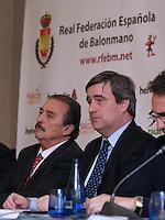 juan de dios roman(presidente r.f.e.bm)(izq)..miguel cardenal(presidente c.s.d)(dcha)