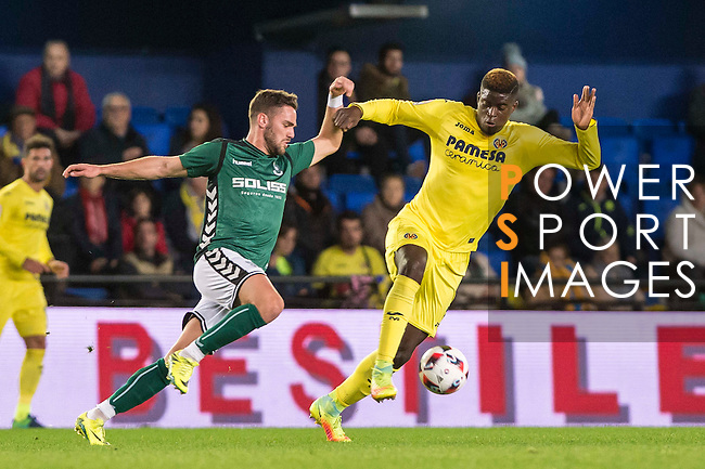 Alfred N'Diaye of Villarreal CF competes for the ball with Manuel Coronado Plá, Lolo, of CD Toledo during their Copa del Rey 2016-17 match between Villarreal CF and CD Toledo at the Estadio El Madrigal on 20 December 2016 in Villarreal, Spain. Photo by Maria Jose Segovia Carmona / Power Sport Images
