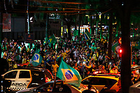 FOZ DO IGUAÇU, PR, 28.10.2018 – ELEIÇÕES-2918 – Eleitores que apoiam Jair Messias Bolsonaro (PSL) comemoram pelas ruas do centro de Foz do Iguaçu (PR) a vitória do eleito presidente da República na noite deste domingo (28). (Foto: Paulo Lisboa/Brazil Photo Press)