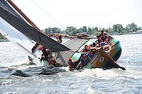SKÛTSJESILEN: GROU: 18-07-2015, Skûtsje Twee Gebroeders (Langweer) tijdens de openingswedstrijd, schipper Johannes Hzn Meeter, ©foto Martin de Jong