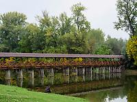 Holzbr&uuml;cke &uuml;ber Totarm der kleinen Donau bei Kolarovo, Nitriansky kraj, Slowakei, Europa<br /> Wooden bridge cutoff of Small Danube River near Kolarovo, Nitriansky kraj, Slovakia Europe