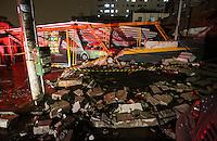 SAO PAULO, SP, 09 DE MARCO 2013 - DESABAMENTO TELHADO ESTACIONAMENTO - Telhado de estacionamento desabou no bairro do Ipiranga na noite deste sabado, deixando mais de 30 veiculos debaixo dos entulhos, nao houve vitimas no local . FOTO: VANESSA CARVALHO - BRAZIL PHOTO PRESS.