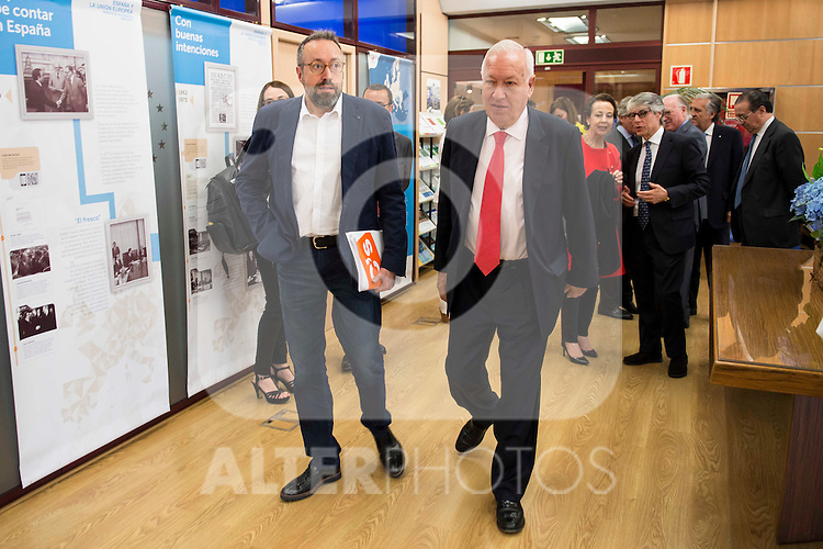 The candidate of Ciudadanos for Barcelona, Juan Carlos Girauta (L) and politic José Manuel García-Margallo (R) involved in the presentation of the report on the State of the European Union in Madrid. June 02. 2016. (ALTERPHOTOS/Borja B.Hojas)