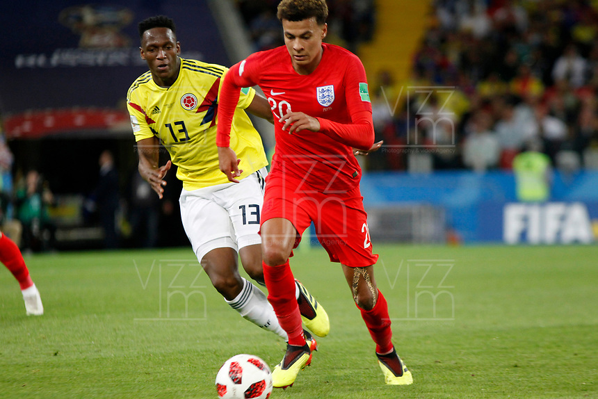 MOSCU - RUSIA, 03-07-2018: Yerry MINA (Der) jugador de Colombia disputa el balón con Dele ALLI (Izq) jugador de Inglaterra durante partido de octavos de final por la Copa Mundial de la FIFA Rusia 2018 jugado en el estadio del Spartak en Moscú, Rusia. / Yerry MINA (R) player of Colombia fights the ball with Dele ALLI (L) player of England during match of the round of 16 for the FIFA World Cup Russia 2018 played at Spartak stadium in Moscow, Russia. Photo: VizzorImage / Julian Medina / Cont