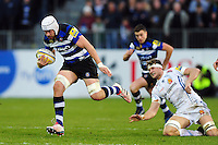 Dave Attwood of Bath Rugby goes on the attack. Aviva Premiership match, between Bath Rugby and Exeter Chiefs on December 31, 2016 at the Recreation Ground in Bath, England. Photo by: Patrick Khachfe / Onside Images