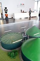 Deutschland, Niedersachsen, Zesen, Biogasanlagenhersteller MT Energie, Betriebe aus der Branche der erneuerbare Energie sind ein Jobmotor und schaffen viele neue Arbeitsplaetze, Model einer Biogasanlage an der Rezeption / Germany GER , Biogas plant manufacturer MT Energy