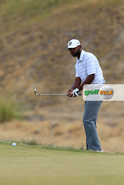 Tim O'Neal (USA) chips onto the 17th green during Thursday's Round 1 of the 2015 U.S. Open 115th National Championship held at Chambers Bay, Seattle, Washington, USA. 6/18/2015.<br /> Picture: Golffile | Eoin Clarke<br /> <br /> <br /> <br /> <br /> All photo usage must carry mandatory copyright credit (&copy; Golffile | Eoin Clarke)