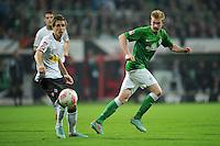 FUSSBALL   1. BUNDESLIGA    SAISON 2012/2013    8. Spieltag   SV Werder Bremen - Borussia Moenchengladbach  20.10.2012 Patrick Herrmann (li, Borussia Moenchengladbach) gegen Kevin De Bruyne (re, SV Werder Bremen)