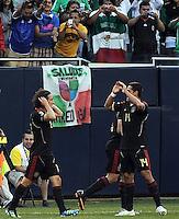 CHICAGO, IL. 12 Junio 11. Foto de Andrés Guardado y Javier Hernández, de la Selección de México, festejando el gol anotado por Guardado durante el partido contra la Selección de Costa Rica, de la Fase de Grupos de Copa Oro 2011, celebrado en Soldier Field. FOTO: STRAFFONIMAGES/AGENCIA 2.8/LAURA TORRES  ***CRÉDITO OBLIGATORIO*** ***NO ARCHIVO-NO VENTAS*** ***SOLO USO EDITORIAL***