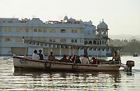 "Asie/Inde/Rajasthan/Udaipur: Hôtel ""Taj Lake Palace"" sur le lac Pichola"