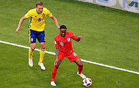 SAMARA - RUSIA, 07-07-2018: Ludwig AUGUSTINSSON (Izq) jugador de Suecia disputa el balón con Raheem STERLING (Der) jugador de Inglaterra durante partido de cuartos de final por la Copa Mundial de la FIFA Rusia 2018 jugado en el estadio Samara Arena en Samara, Rusia. / Ludwig AUGUSTINSSON (L) player of Sweden fights the ball with Raheem STERLING (R) player of England during match of quarter final for the FIFA World Cup Russia 2018 played at Samara Arena stadium in Samara, Russia. Photo: VizzorImage / Julian Medina / Cont