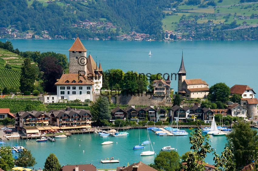 CHE, Schweiz, Kanton Bern, Berner Oberland, Spiez: Schloss Spiez und Schlosskirche am Thunersee | CHE, Switzerland, Bern Canton, Bernese Oberland, Spiez: castle Spiez with castle church at Lake Thun