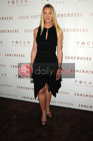 Kelly Lynch<br />