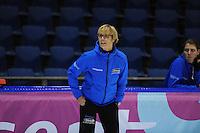 SCHAATSEN: HEERENVEEN: 05-10-2013, IJsstadion Thialf, Trainingwedstrijd, coach Sijtje van der Lende, ©foto Martin de Jong