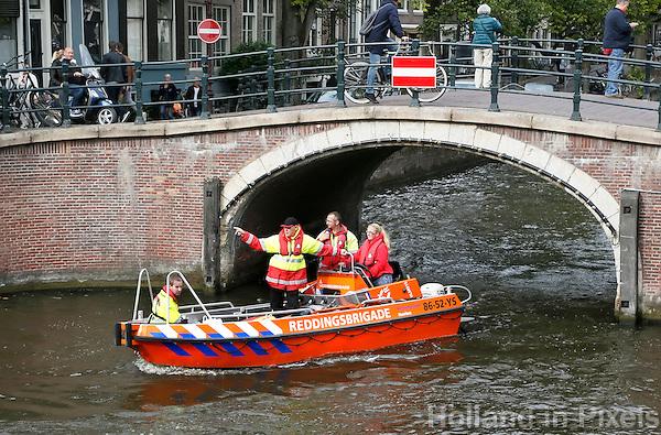 Nederland  Amsterdam  2016 . Jaarlijkse Grachtenrace door Amsterdam. Wedstrijd met sloepen. Reddingsbrigade.  Foto Berlinda van Dam / Hollandse Hooogte.