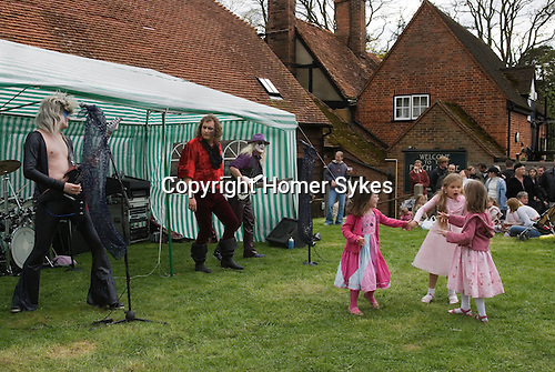 May Day Fair Glam Rock Band The Look the Perch and Pike pub South Stoke Berkshire UK 2006