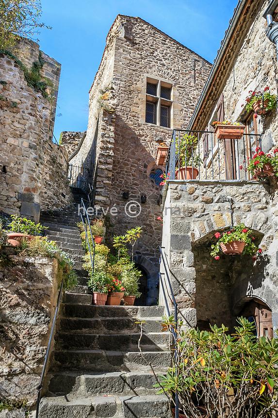 France, Puy de Dome, Saint Floret, stage on the Route of Compostela by the Via Arverna, stairs in the village // France, Puy-de-Dôme (63), Saint-Floret, étape sur le chemin de Saint-Jacques de Compostelle par la Via Arverna, escalier dans le village