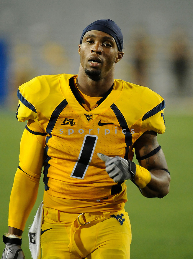 TAVON AUSTIN, of the West Virginia Mountaineers, in action during West Virginia's game against LSU on September 24, 2011 at Mountaineer Field at Milan Puskar Stadium in Morgantown, WV. LSU beat West Virginia 47-21.