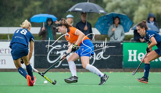 BLOEMENDAAL  - Demi Hilterman (Bldaal)  tijdens de hoofdklasse competitiewedstrijd vrouwen , Bloemendaal-Pinoke (1-2) . COPYRIGHT KOEN SUYK
