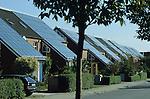 GERMANY Hamburg, houses with solar thermal collector for heating and warm water / DEUTSCHLAND Hamburg Bramfeld, Solarsiedlung Karlshoehe , Reihenhaeuser mit Solarkollektoren zum Heizen und fuer Warmwasserversorgung, Betrieb durch eon Hanse