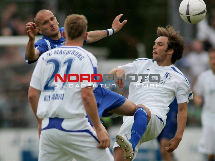 RLN 2006/2007 - 33.Spieltag R&uuml;ckrunde <br /> Kickers Emden - 1. FC Magdeburg 4:2<br /> Rechts: Andy M&uuml;ller, links Rudolf Zedi (Kickers) und im Vordergrund: Christopher Kullmann<br /> <br /> Foto &copy; nph / nordphoto *** Local Caption *** Foto ist honorarpflichtig! zzgl. gesetzl. MwSt.<br /> <br /> Belegexemplar erforderlich
