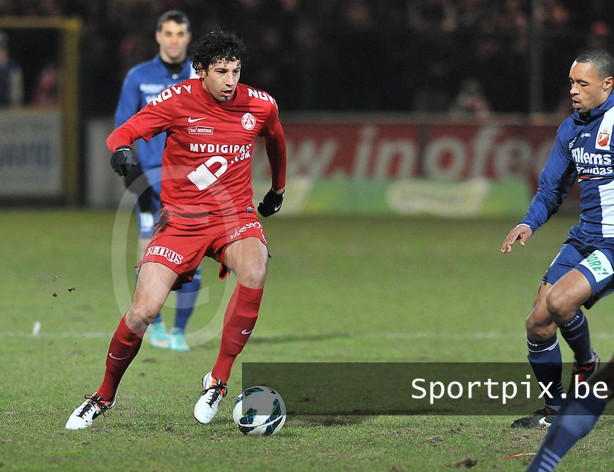 KV Kortrijk - RAEC Mons Bergen : Mario Carevic aan de bal.foto VDB / BART VANDENBROUCKE