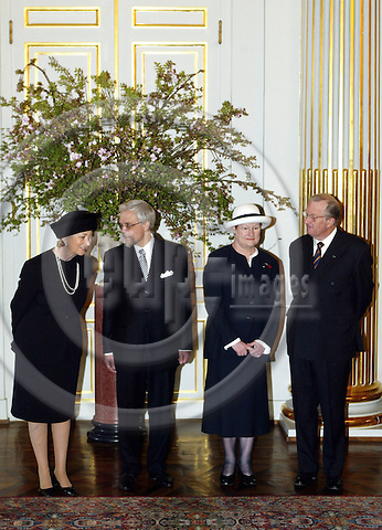 BRUSSELS - BELGIUM - 30 MARCH 2004-- The official state visit of the Finnish President Tarja HALONEN and her husband Pentti ARAJÄRVI (Arajaervi) to Belgium.-- The official photo session. Queen Paola (L), Pentti ARAJÄRVI, President Tarja HALONEN and King Albert. PHOTO: JUHA ROININEN / EUP-IMAGES