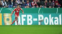 Fussball DFB Pokal:  Saison   2011/2012  2. Runde  26.10.2011 FC Bayern Muenchen - FC Ingolstadt 04 Rafinha (FC Bayern Muenchen)  vor einer DFB POKAL Werbebande