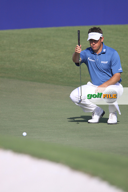 Lee Westwood lines up his putt on the 9th green during  Day 3 at the Dubai World Championship Golf in Jumeirah, Earth Course, Golf Estates, Dubai  UAE, 21st November 2009 (Photo by Eoin Clarke/GOLFFILE)