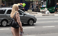 SAO PAULO, 30 DE JULHO DE 2012 - CLIMA TEMPO SP - Manha de baixas temperaturas na Avenida Paulista, regiao central da capital nesta segunda feira. FOTO: ALEXADRE MOREIRA - BRAZIL PHOTO PRESS