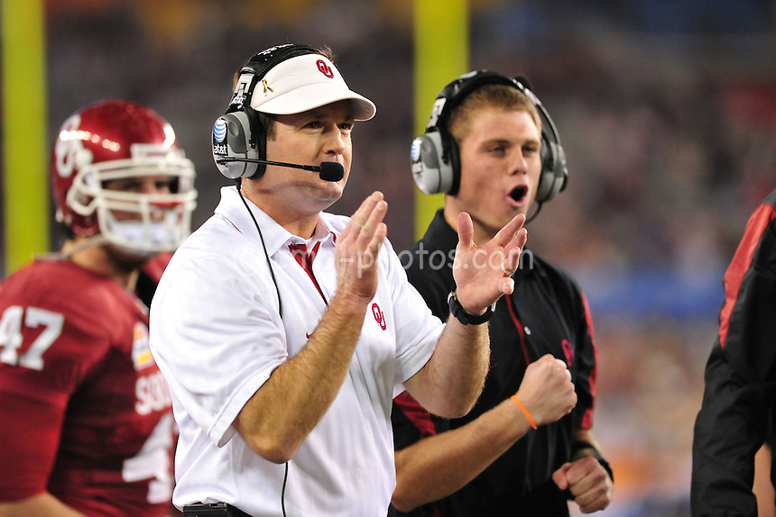Jan 1, 2011; Glendale, AZ, USA; Oklahoma Sooners head coach Bob Stoops and the Sooners bench react to a touchdown in the 4th quarter of the 2011 Fiesta Bowl against the Connecticut Huskies at University of Phoenix Stadium.  The Sooners won the game 48-20.