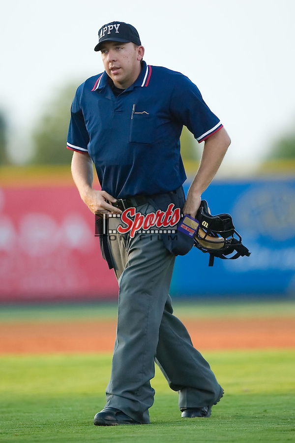 Eric Underwood handle the duties behind the plate as the Burlington Royals played host to the Bristol Sox at Burlington Athletic Park in Burlington, NC, Thursday, July 12, 2007.