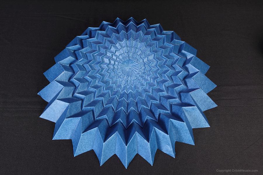 Origami Bouncy Unit Icosahedron (Tom Hull) - YouTube | 600x900