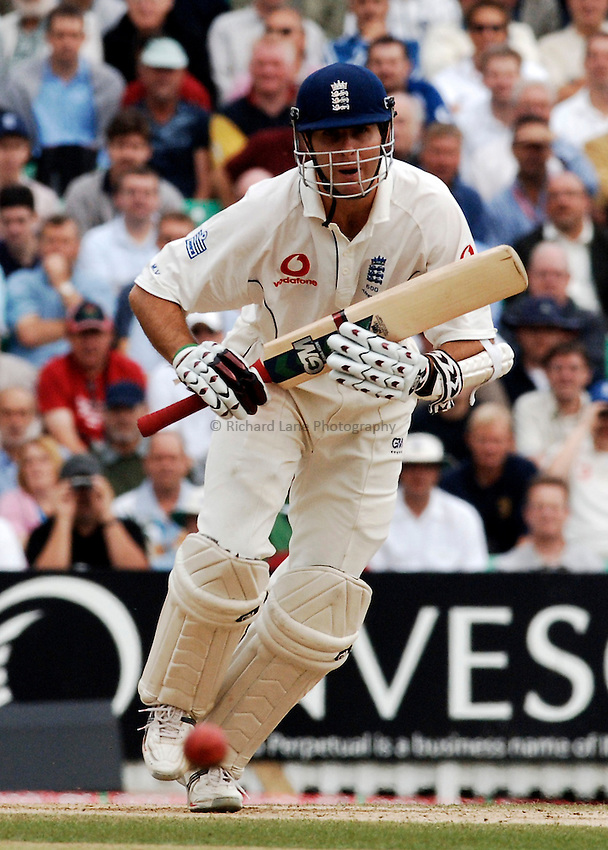 Photo: Glyn Thomas..England v Australia. nPower Test Series. The Ashes 2005..12/09/2005..England's Michael Vaughan hits out.