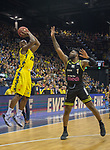 13.04.2019, EWE Arena, Oldenburg, GER, easy Credit-BBL, EWE Baskets Oldenburg vs medi Bayreuth, im Bild<br /> Rickey PAULDING (EWE Baskets Oldenburg #23 ) Adonis THOMAS (medi Bayreuth #1 )<br /> <br /> Foto © nordphoto / Rojahn